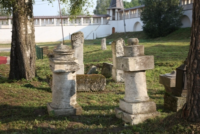 О самом большом древнем надгробие высота земли в надгробие