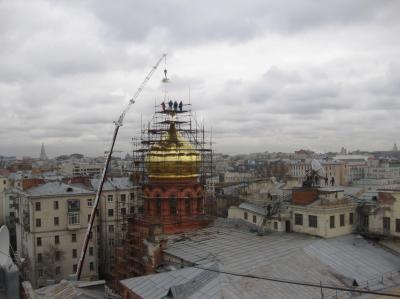 Подъем креста на купол